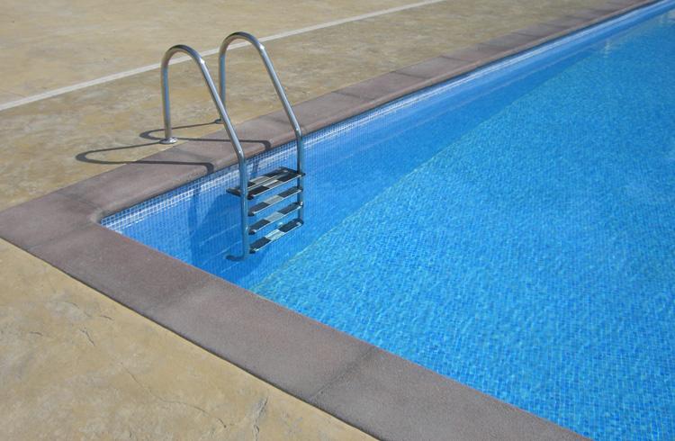 detall-pedra-piscina-camping