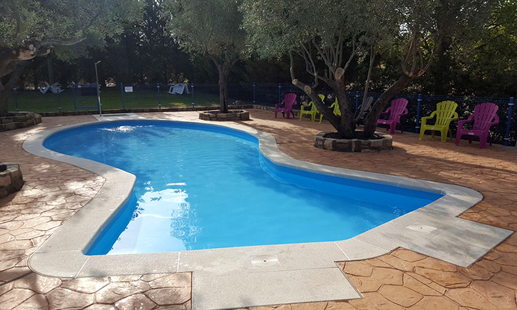 piedra-piscina-forma-personalizada-04